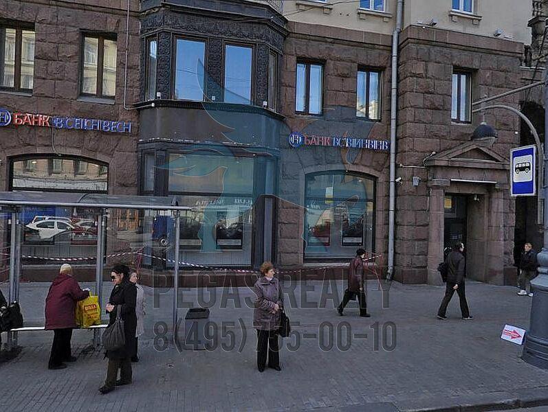 качели возле метро маяковская