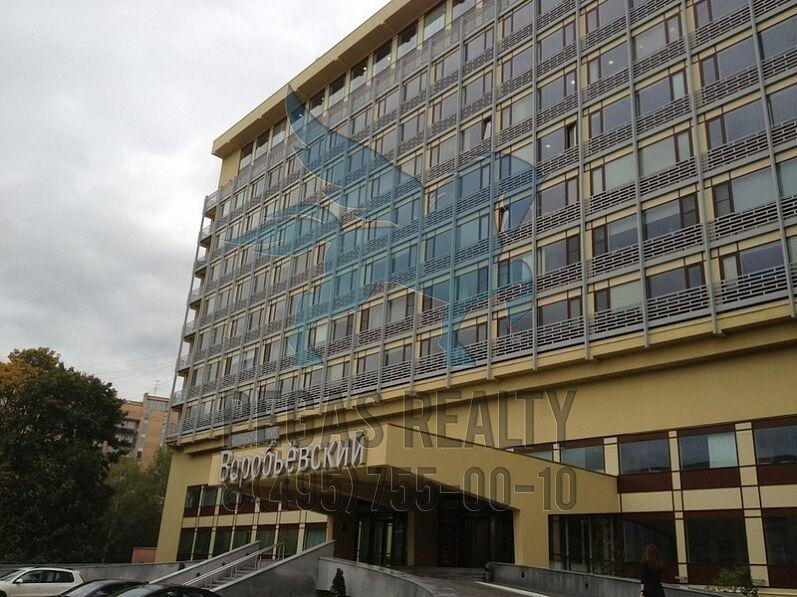 devushki-golaya-na-stadione